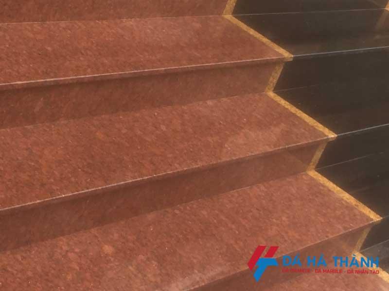 20 mẫu đá ốp cầu thang màu đỏ