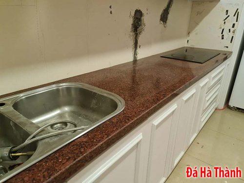 Đá tự nhiên đỏ ruby ốp bếp
