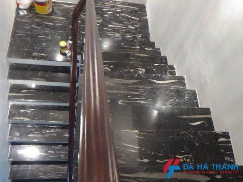 Đá marble đen chirtrawngs ốp cầu thang