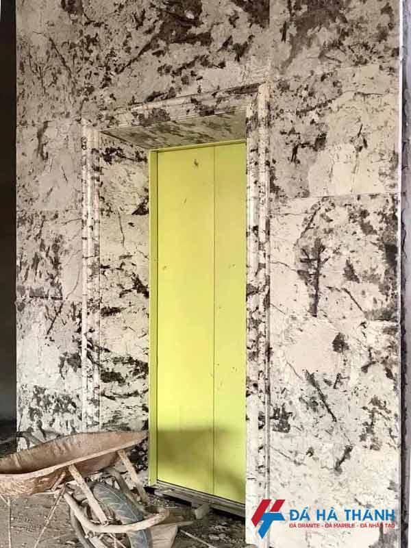 Đá granite trắng alaska ốp thang máy