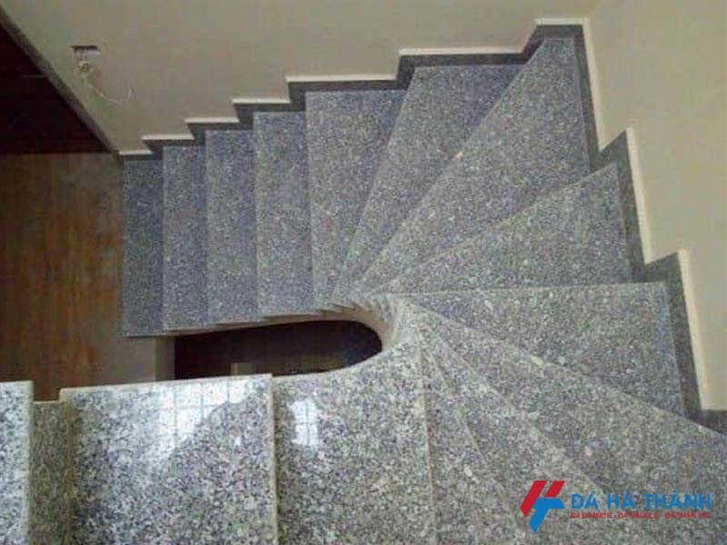 Đá granite trắng suối lau ốp cầu thang đẹp