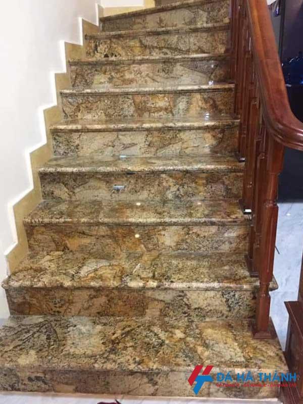 Đá granite alask gold ốp cầu thang đẹp