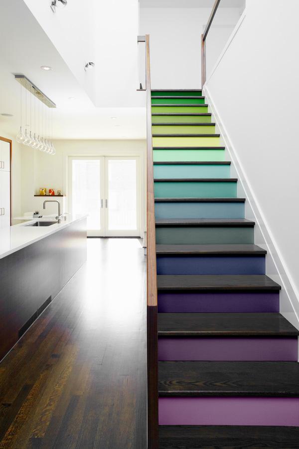 Trang trí bậc tam cấp cầu thang đẹp bằng sơn màu