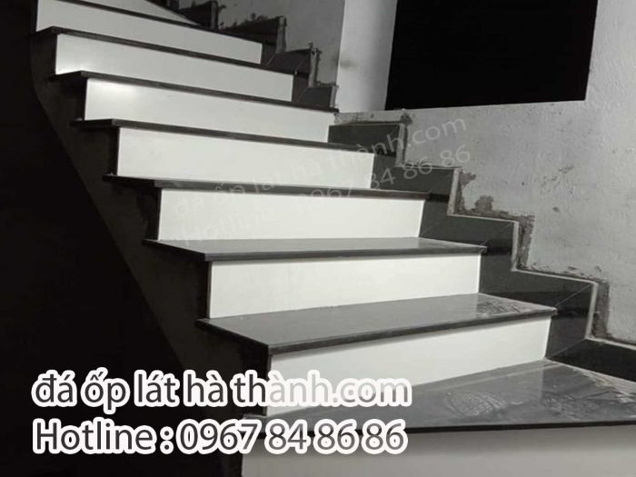 đá ốp cầu thang mặt đen cổ trắng
