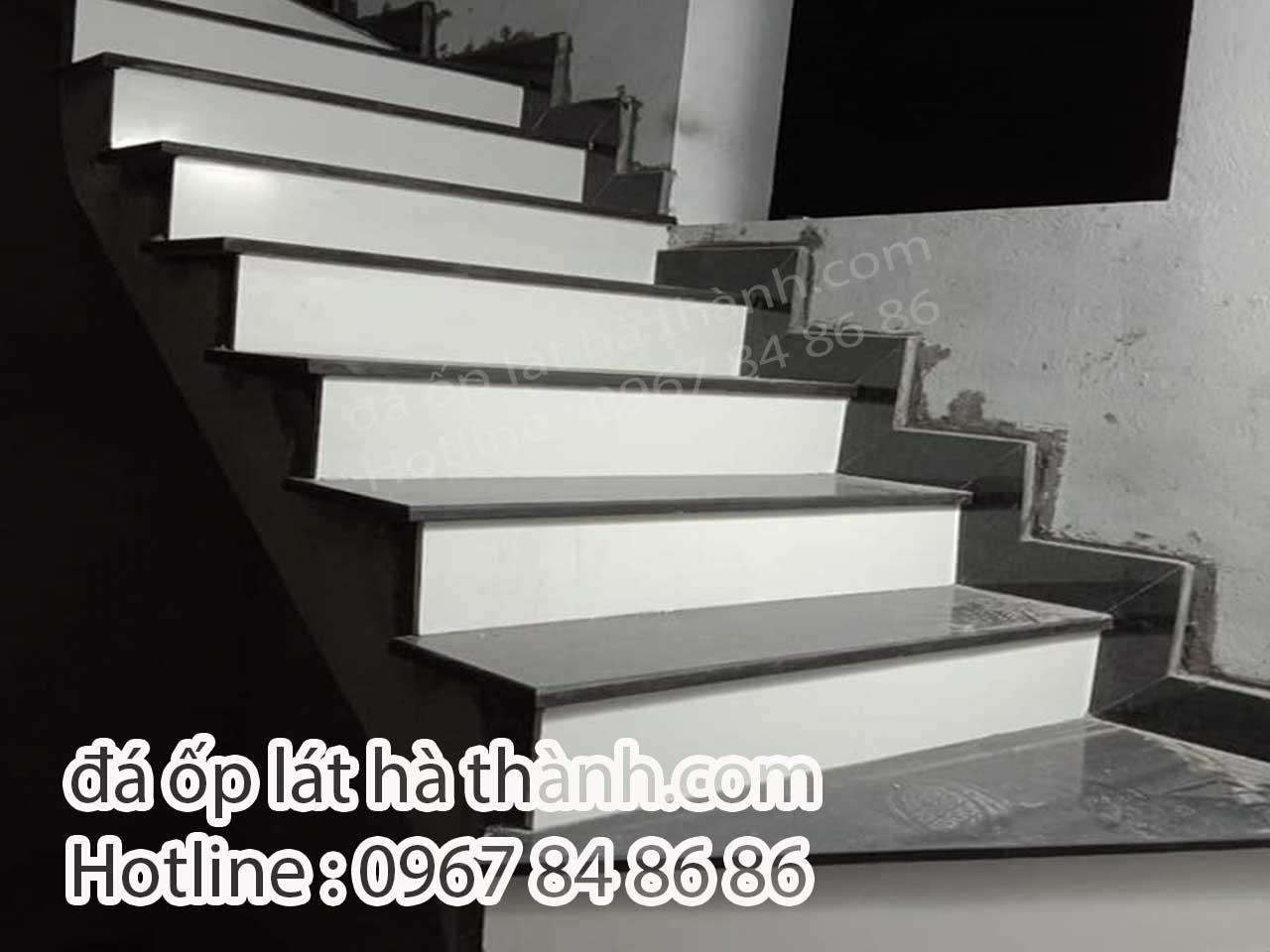 Cầu thang đá mặt đen cổ trắng