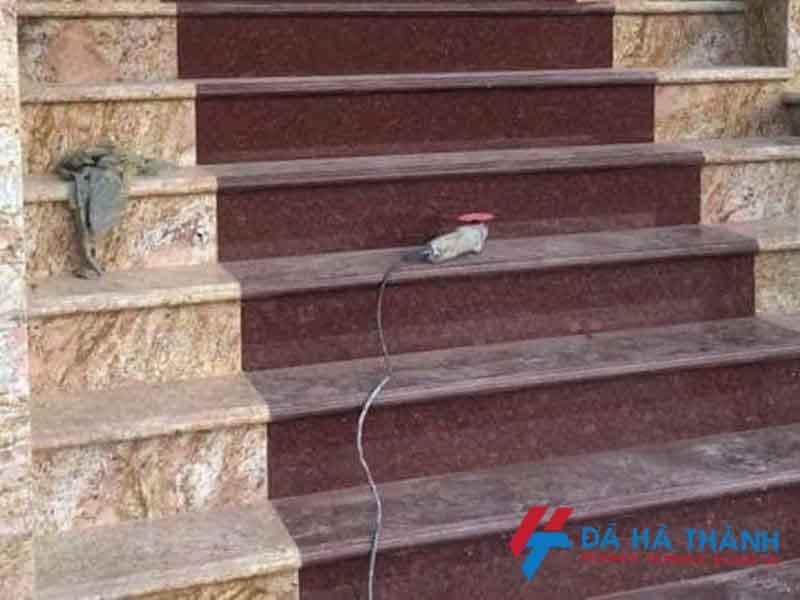 Đá đỏ ruby ốp cầu thang trải thảm