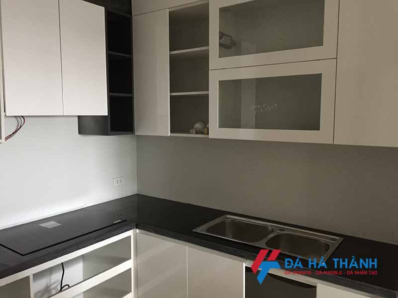 Đá Granite ốp bếp màu đen