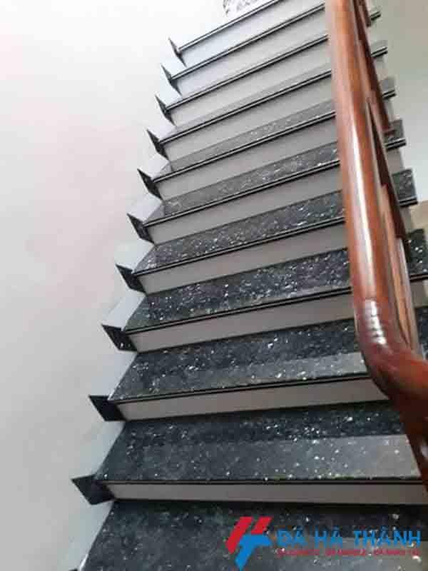 đá granite xà cừ xanh mắt mèo ốp cầu thang