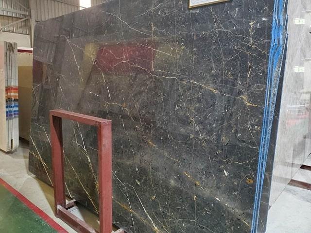 Đá Marble Brozite được sử dụng ốp thang máy