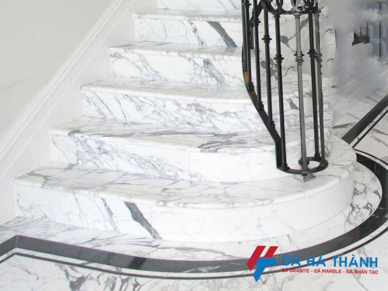 Đá marble trắng volakas ốp cầu thang