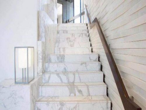 da marble trang y cau thang