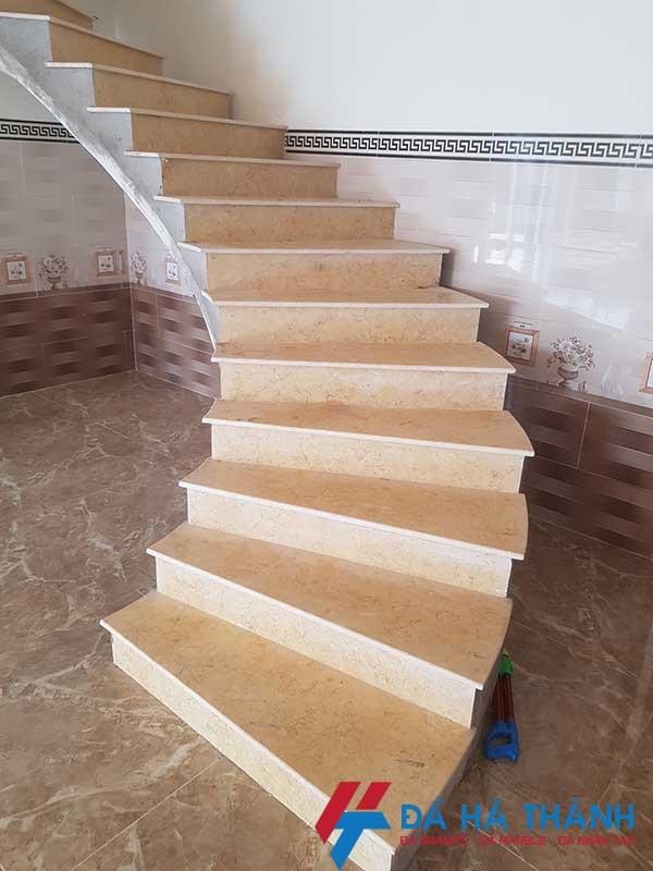 Đá marble vàng ai cập ốp cầu thang đẹp