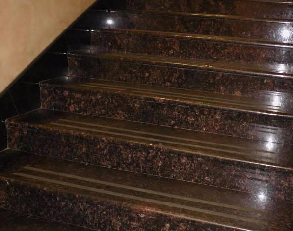 Ứng dụng trong ốp cầu thang