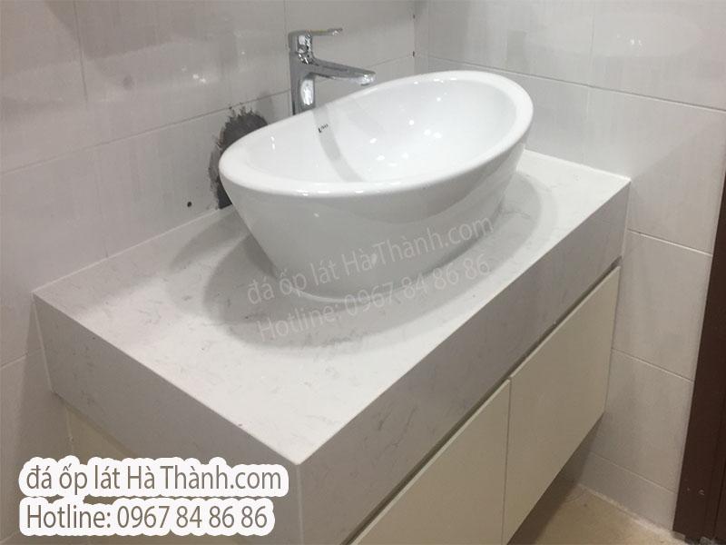 da-thach-anh-nhan-tao-op-lavabo-dep