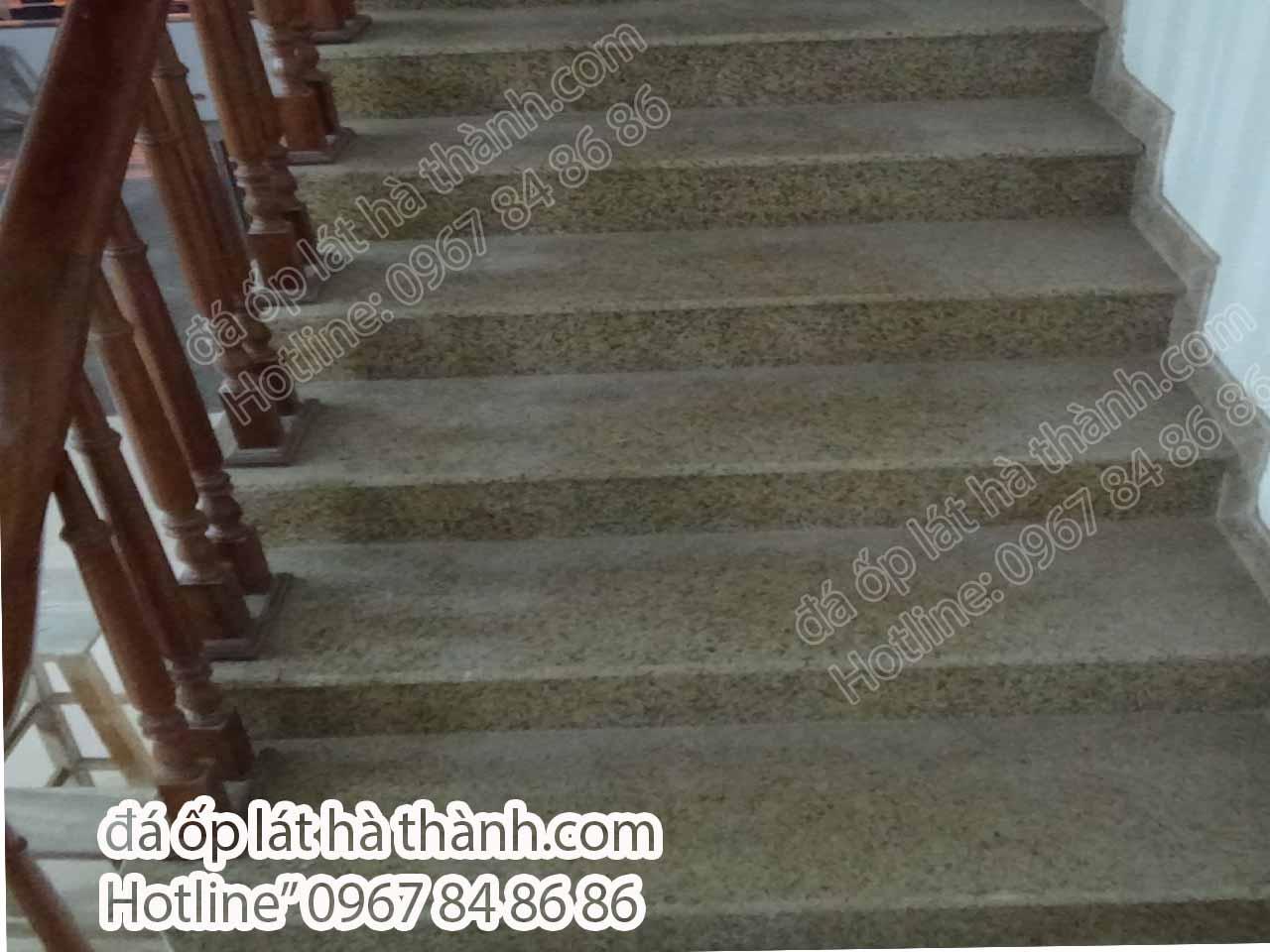 Đá vàng Bình Định trong thi công ốp cầu thang
