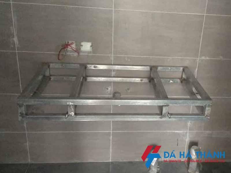 Lắp đặt khung đỡ bàn lavabo sắt