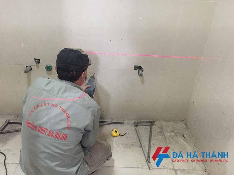 quá trình lắp đặt lavabo tại công trình