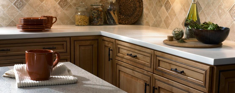 Nên lót miếng vải mềm giữa bề mặt bếp với các đồ vật có nhiệt độ cao