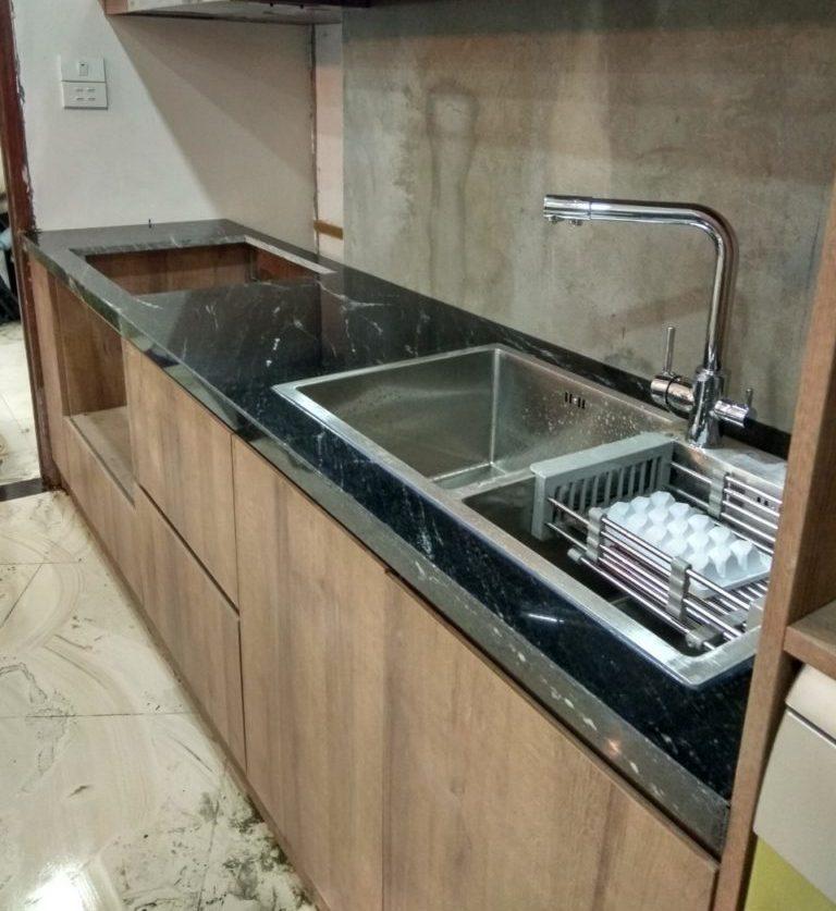 Đá Granite đen ốp bếp sang trọng, dễ vệ sinh